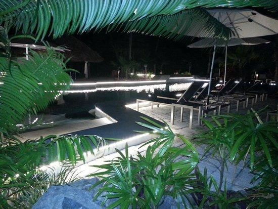 Castaway Island Fiji : Adults pool at night