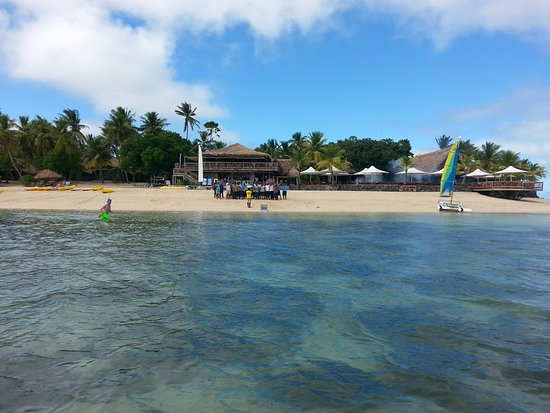 Castaway Island Fiji : The view coming of the cruise ship entering or leaving Castaway
