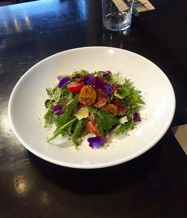 Arthur's Cafe: Beef Dukkah salad