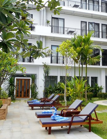 Koulen Hotel: Balcony rooms from the pool area