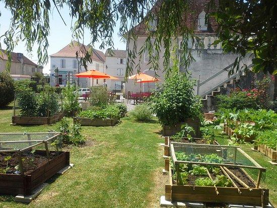 La Maison d Antan : Potager de La  Maison  et vue de la terrasse