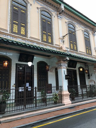 5 Heeren Museum Residence : City center is at the doorstep, Peranakan museum (shown herein) is 2 minutes walking distance.