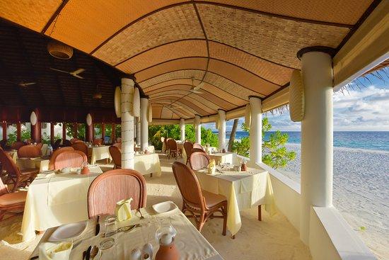 Angaga Island Resort & Spa: Main Restaurant