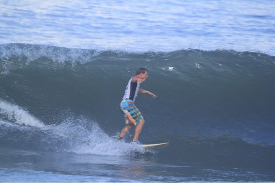 Medewi, Indonésia: alex on fire in the morning session wave out no windy less people and do the surf more