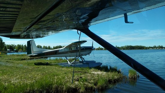Ellison Air, Inc: Nearby floatplane before our takeoff