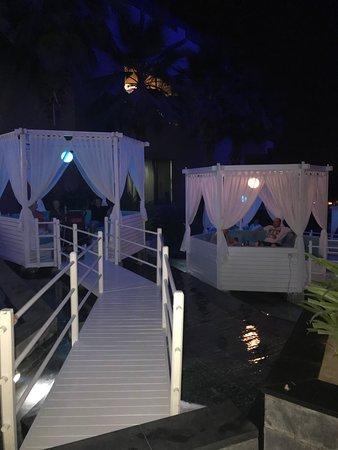Rixos The Palm Dubai Hotel & Suites: Nu Air Bar