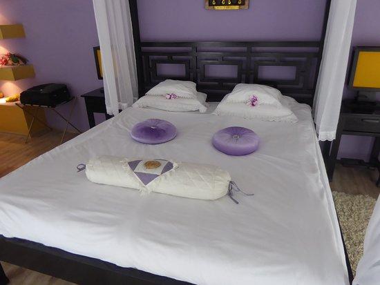 Art Hotel Nirvana: The beautiful, comfortable bed