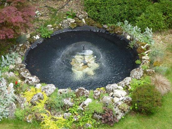 Art Hotel Nirvana: The cfountain in the back garden