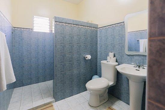 Turtle Bay Dive Resort: Garden-view Twin Room Bathroom