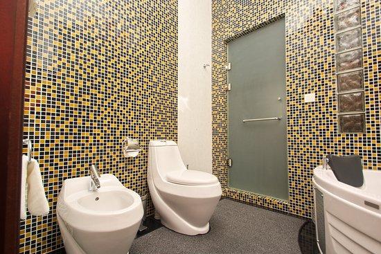 Ichan Qal'a Hotel: Ванная комната в Premium Suite Room