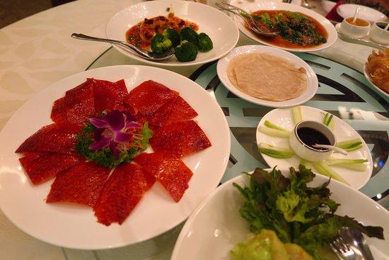 Golden Village Restaurant: หอยเชลล์ตัวใหญ่ๆ หวาน เพราะความสดและการปรุงรสด้วยสูตรเฉพาะที่ใส่เหล้าเอ็กโอด้วยครับ