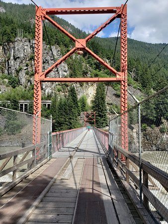 Hells Gate : Walking over the Fraser!