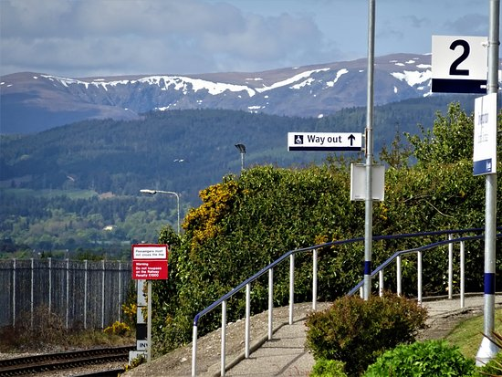 ScotRail: Kurzer Stop und Warten auf Gegenzug