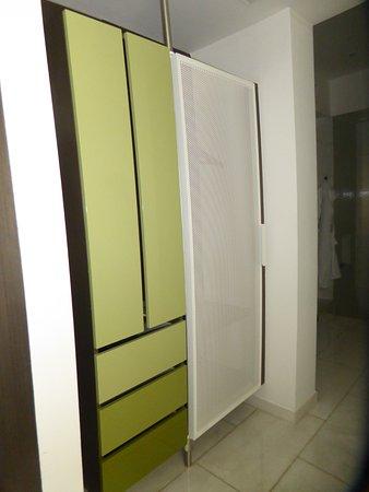 Palazzo Matteotti, The Dedica Anthology: Large closet and drawers