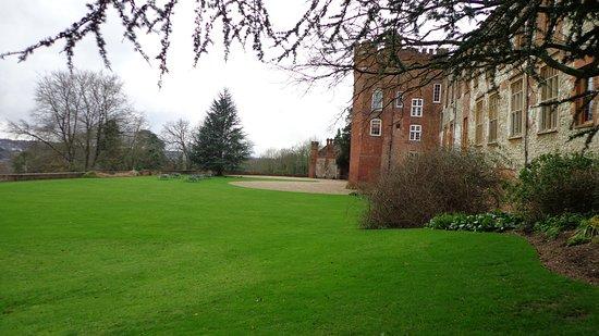 Farnham Castle : The sprawling green around the palace