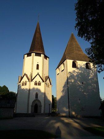 Hångers källa: Larbro church