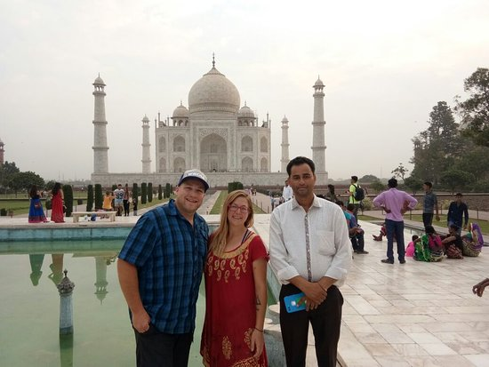 Universal Taj Tours