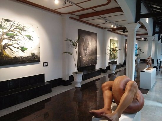 Raintree Boutique Villa and Gallery : Art Gallery at 2nd Floor