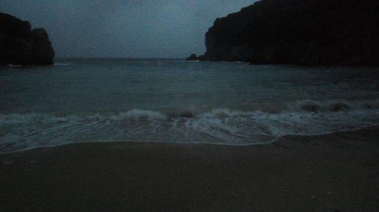Agios Petros Beach : Storm when the night falls