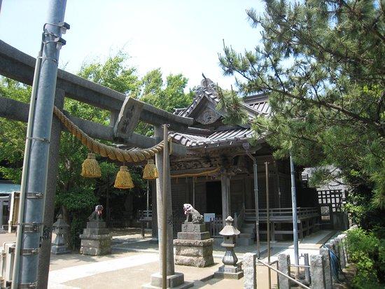 Koyurugi Shrine: 鳥居と神社全景