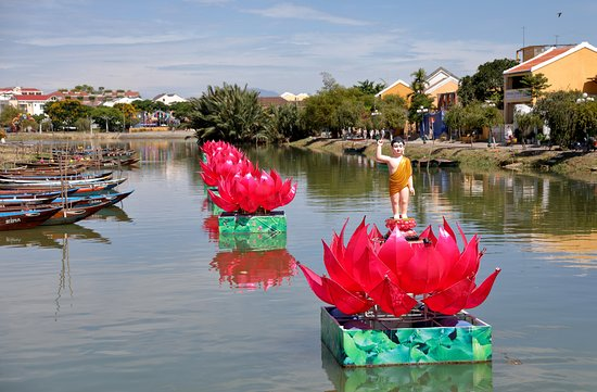 Hoi An Ancient Town: Baby Buddha on Thu Bon River