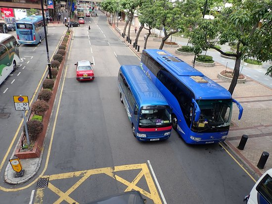 InterContinental Grand Stanford: outside hotel, AEL shuttle bus K3