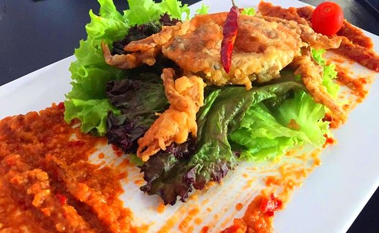 Mama Chew 360 Rooftop : oft shell Crab with the Famous Singapore Chilli Crab Sauce