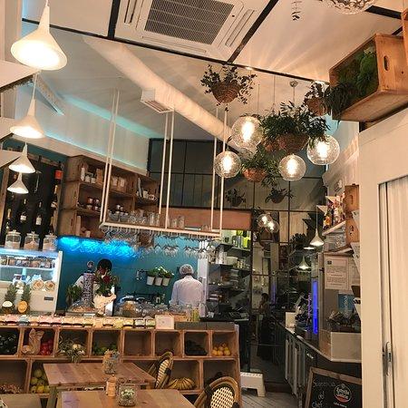 Byoko: Un  plat beau et équilibré  Parfait avant un shopping  Service sympa et efficace  Prix raisonnab