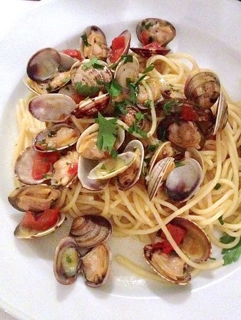 Cooking Vacations Italy : Linguine con Vongole... my favorite!