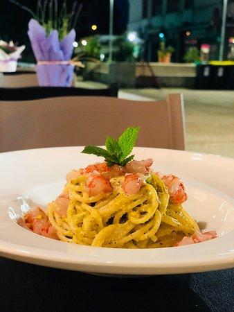 Brasserie de Naif: Spaghetti monograno con pesto di pistacchio e gamberi