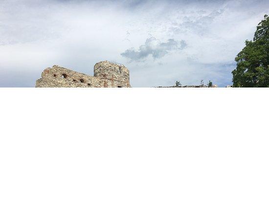 Tenczyn Castle: dziedziniec - druga strona