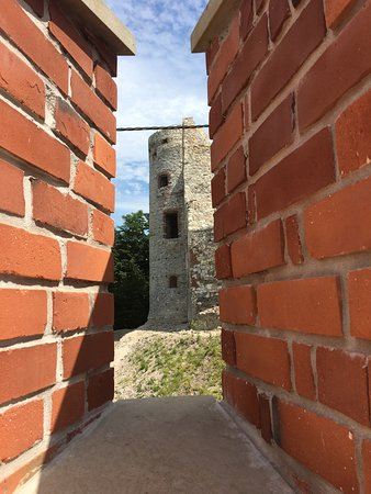 Tenczyn Castle: widok na basztę