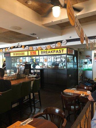 Landwer Cafe: תוך הקפה מסעדה