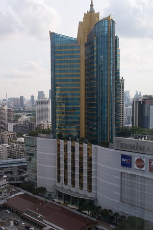 Pullman Bangkok Grande Sukhumvit: Looking out of the 24th floor club level meeting area