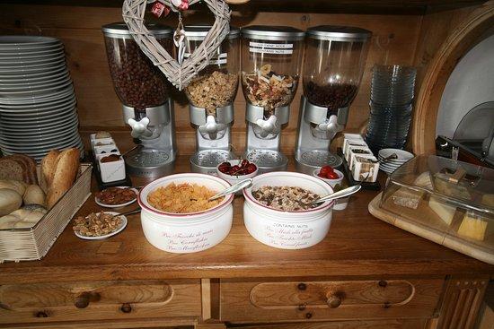 Villa Tres Jolie: fresh fruits at breakfast