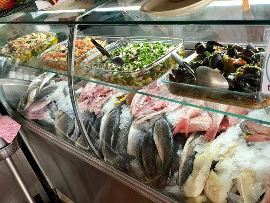 Baiuka Grill Restaurant: Montra Peixe