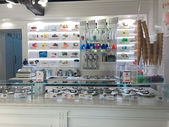 Icedream: We also offer FROZEN YOGHURT, with 20 different toppings and creams