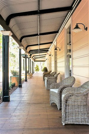 Closeburn House: The long front verandah