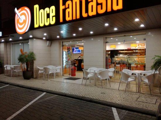 Doce Fantasia: Situada junto à estrada nacional 247 entre a Vila da Lourinhã e a Cidade de Peniche.