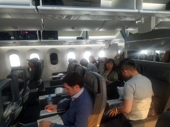 American Airlines : Seperate cabin with 2,3,2 configuration