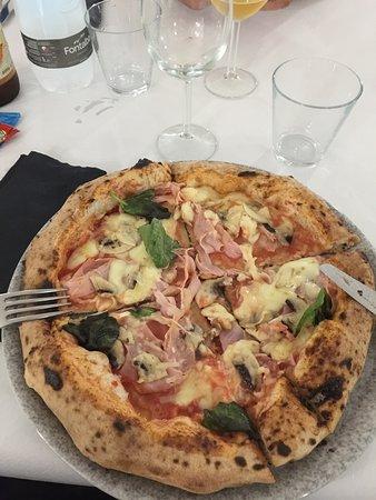 Venetico, Włochy: pizza ai 5 cereali
