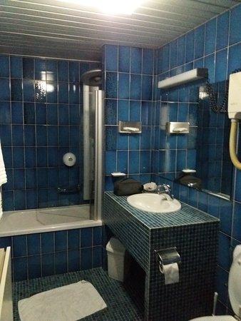 Hotel 322 Lambermont: SDB