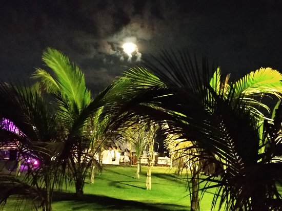 Renaissance Sanya Resort & Spa: Луна