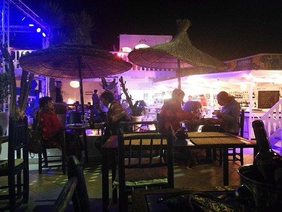 TAROS CAFE RESTAURANT Photo