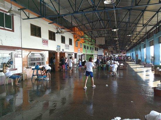 Lucena City, Φιλιππίνες: Lucena Fish Port