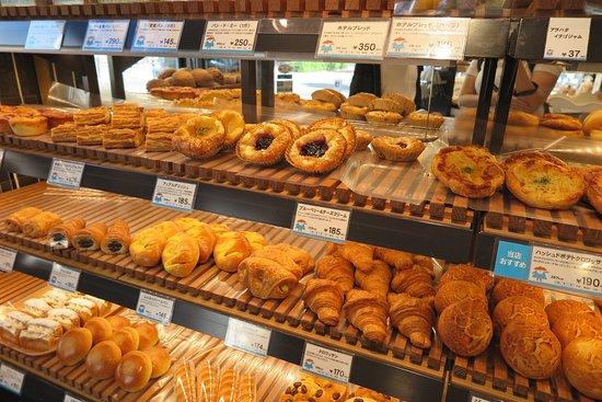 Hotel Metropolitan Tokyo Ikebukuro : HOKUO Bäcker (gegenüber des Haupteingangs)