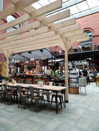 Marche Movenpick Dresden: тут видно второй этаж кафе