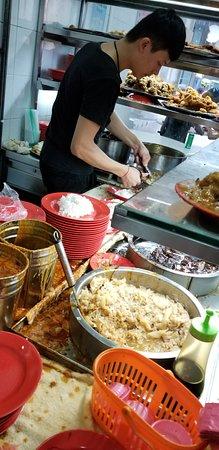 Beach Road Scissors Cut Curry Rice: cutting