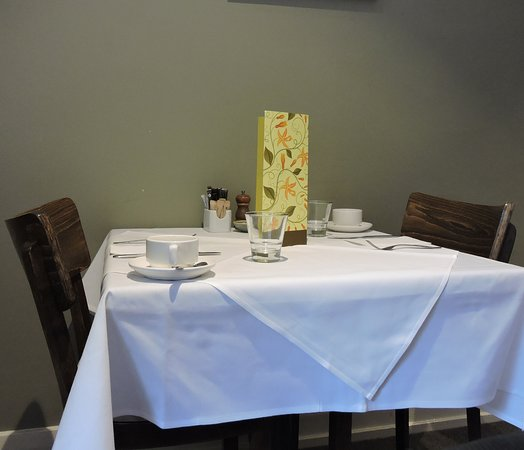 Links House: Table set for breakfast