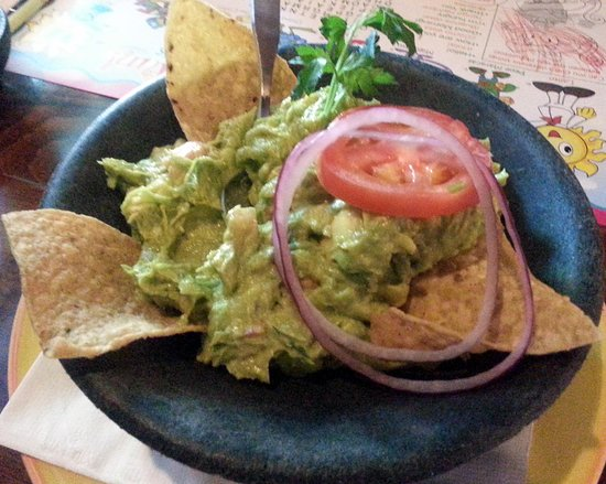 Lalo's Mexican Restaurant Schaumburg : guacamole & chips